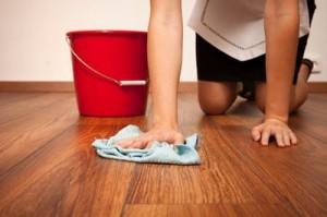 как мыть пол из ламината