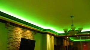 плинтус потолочный с подсветкой