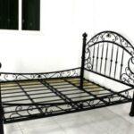 Металлический каркас кровати – залог долговечности и прочности конструкции