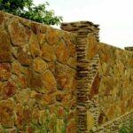 Природный камень в строительстве заборов