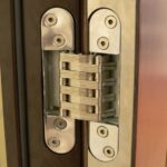 Чем отличаются разные конструкции железных дверей?