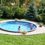 Современный бассейн на участке за городом — это просто и престижно