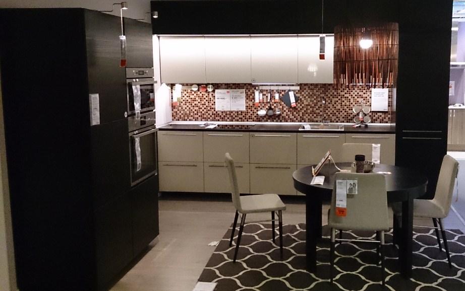 Черно-белая кухня от Икеа