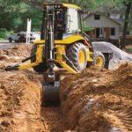 Рытье траншей специализированной техникой – один из видов разработки грунта