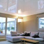 Натяжные потолки для гостиной — в чем их преимущества