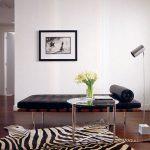 искусственная шкура зебры в гостиной