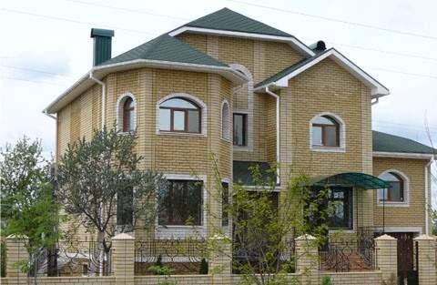 Дом с рваного крпича