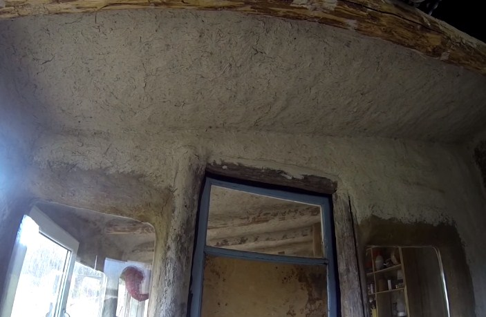 Саманный дом внутри