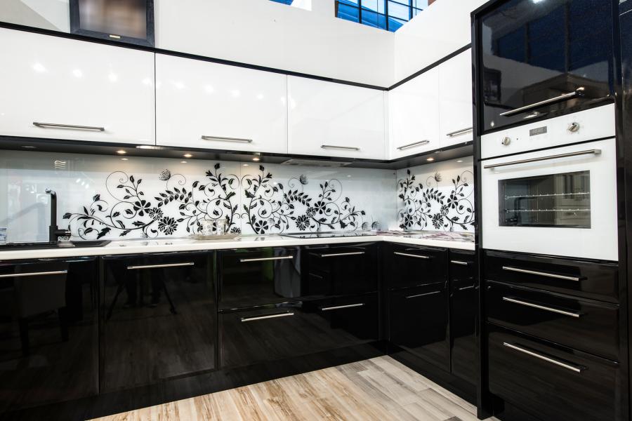 фото кухни белый верх черный низ
