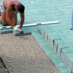 Укладка тротуарной плитки — от чего зависит стоимость работ