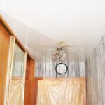 Натяжной потолок в сочетании со шкафом-купе