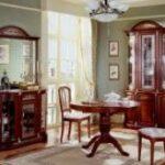 Выбираем мебель из красного дерева для гостиной