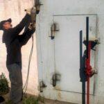 Приваривание петель на ворота