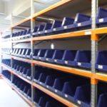 Разновидности складских стеллажей с ящиками