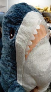 мягкая игрушка акула блохэй от Икеа