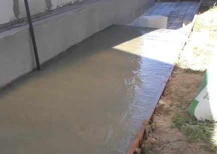 заливка бетона под отмостку