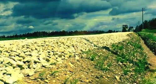 дорога с щебнем