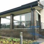 Безрамное остекление террасы в загородном доме от компании «AKAS GLASS»