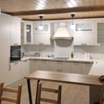 Кухонная мебель: выбор дизайнера, стиль неоклассика